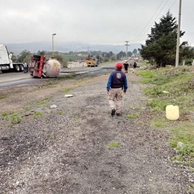 Vuelca pipa con Tolueno en autopista Puebla-Orizaba