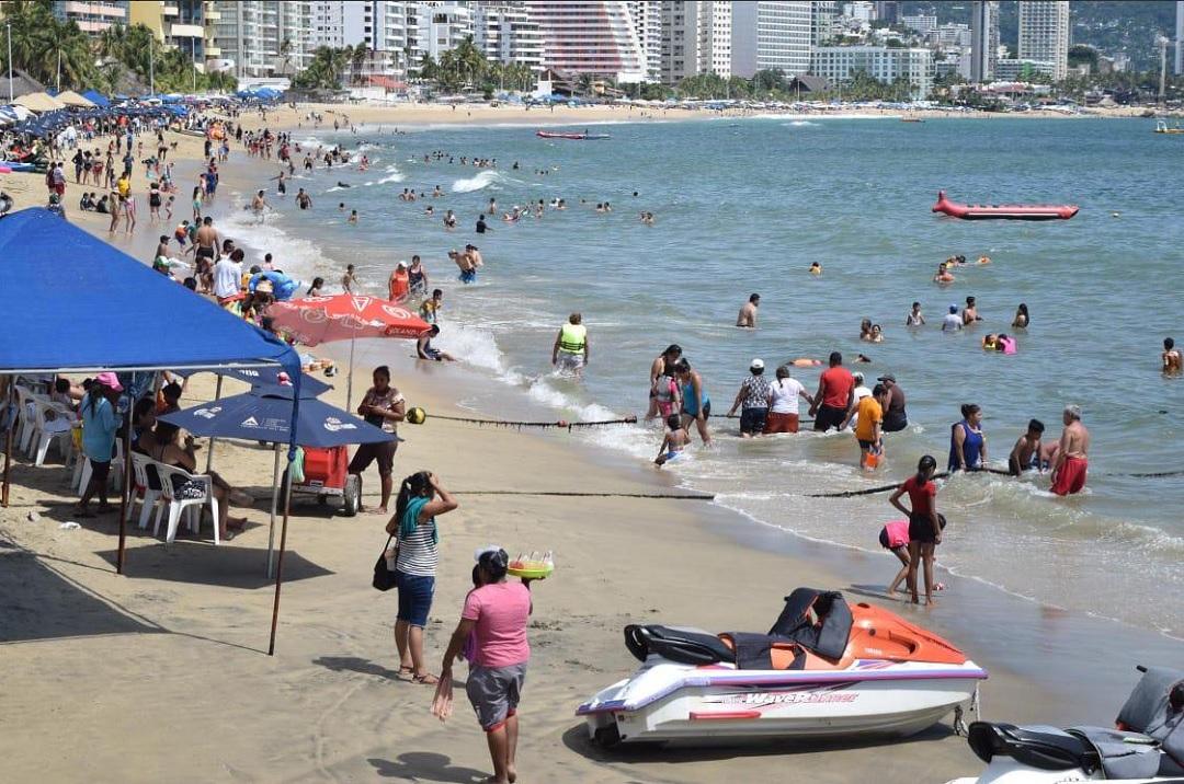 Foto: turistas en el puerto de Acapulco, 19 de junio 2019. Twitter @PoliturAcapulco
