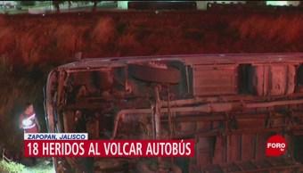 FOTO: Volcadura de autobús deja 18 lesionados en Zapopan