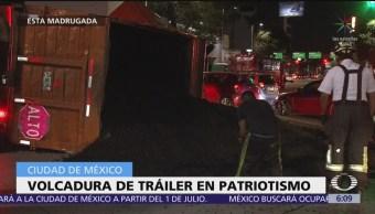 Vuelca camión sobre avenida Patriotismo, CDMX