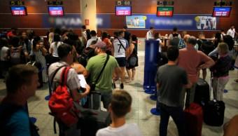 Foto:Cancelan 88 vuelos en Barcelona por una huelga y fuertes lluvias, 27 julio 2019