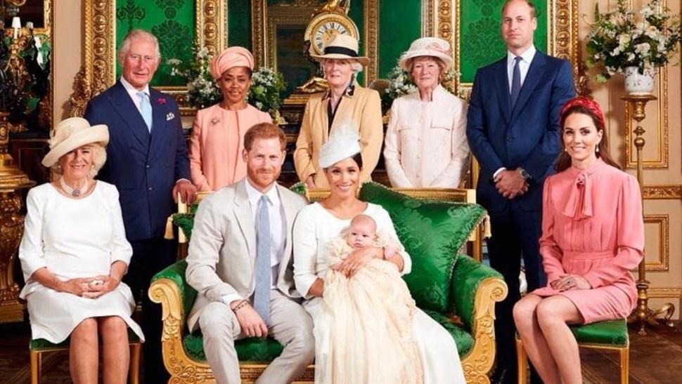 La foto oficial del bautismo difundida por la Casa Real, 6 julio 2019