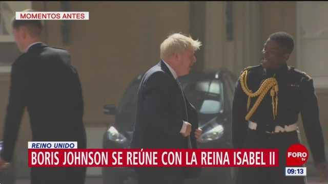Boris Johnson llega al Palacio de Buckingham; se reúne con la Reina Isabel II