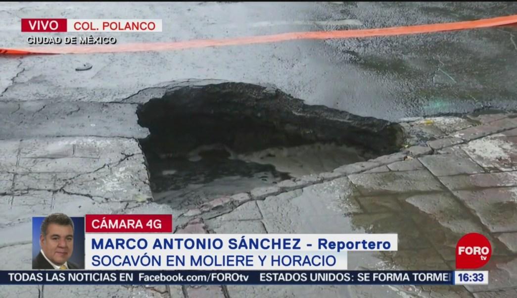 FOTO: Cae auto a socavón en Polanco, CDMX