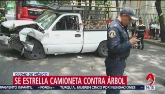 Camioneta se impacta contra árbol en Azcapotzalco
