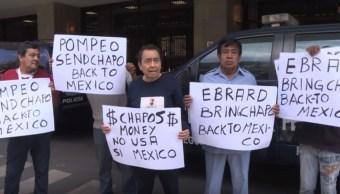 Foto: Manifestantes piden que el dinero del narcotraficante sea para el gobierno mexicano, 21 de julio de 2019 (YouTube AFP)