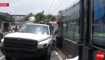 Foto: vehículo choca contra estación Registro Federal del Tren Ligero. FOROtv