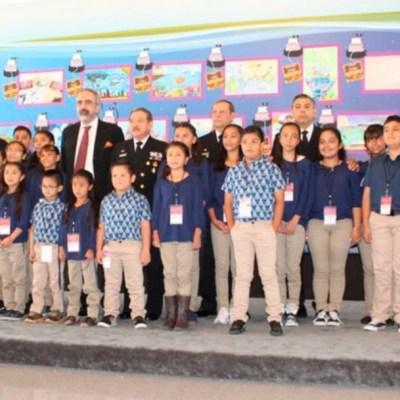 Premian a los niños ganadores de 'El Niño y la Mar'