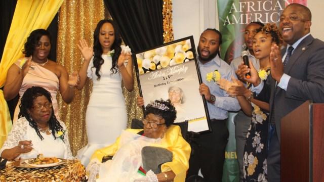 Foto: Aleia Murphy celebró un año más de vida junto a sus familiares en Harlem, 6 de julio de 2019 (@NYSenBenjamin)