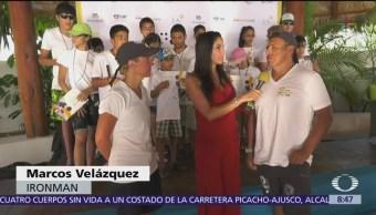 Entrega de computadoras a niños de Baja California