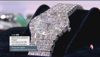 En el Centro Cultural de Los Pinos, se exhiben los 18 lotes de joyas que se subastarán el próximo domingo