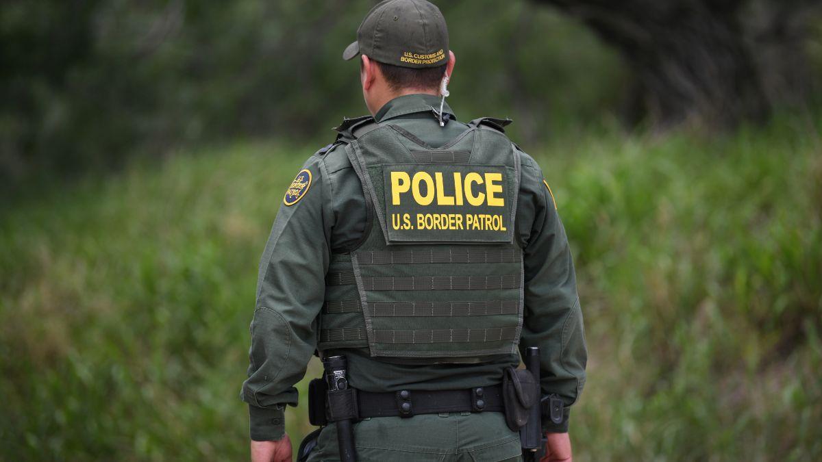 Foto: Un agente de la Patrulla Fronteriza de Estados Unidos vigila la zona de Mission, Texas. El 1 de julio de 2019