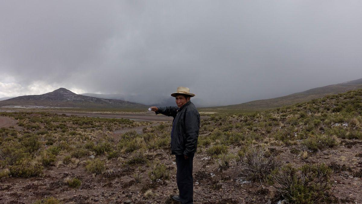 Foto. La ceniza del volcán Ubinas cubre varias comunidades de Bolivia. El 20 de julio de 2019