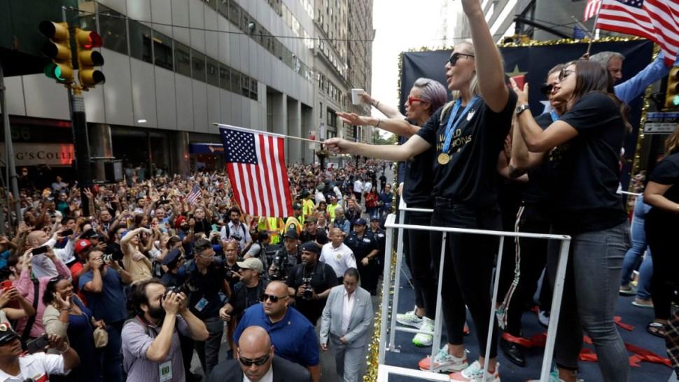 Foto: Miles celebraron en las calles de Nueva York el campeonato mundial de futbol de la selección femenil de Estados Unidos. El 10 de julio de 2019