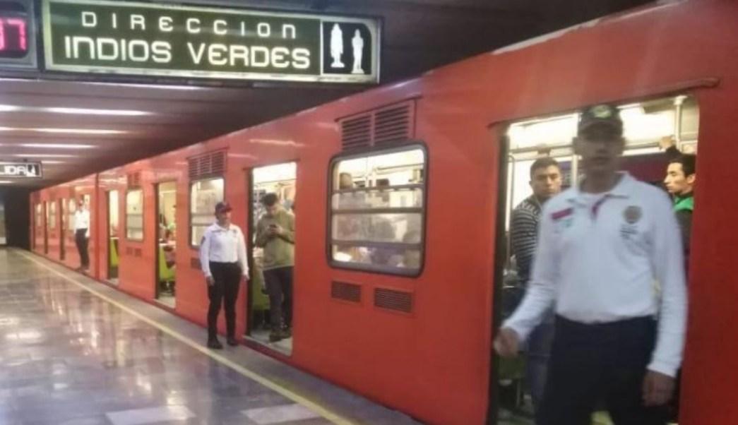 Foto: Policías vigilan la Línea 3 del Metro de la Ciudad de México