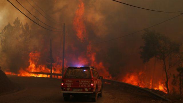 Foto: Un enorme incendio consume el bosque en Chaveira, Portugal. El 22 de julio de 2019