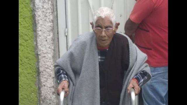 """Foto: La señora Felipa Hernández llega al asilo """"Casa Madre Teresa"""". El 10 de julio de 2019"""