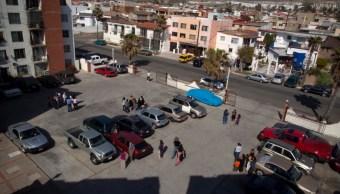 Foto: Gente sale a las calles de Tijuana, México, después de un sismo. El 4 de abril de 2010