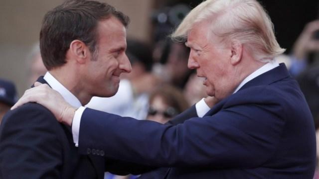 Foto: El presidente francés Emmanuel Macron con el presidente de Estados Unidos, Donald Trump, durante una ceremonia, el 6 de junio de 2019 (AP, archivo)