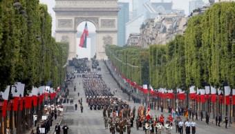 Francia celebra su fiesta nacional con tradicional desfile militar