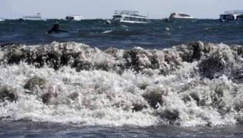 Foto: Fuertes vientos provocan olas de 2 metros en lago Titicaca 25 julio 2019