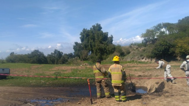 FOTO Se registra fuga de combustible en ducto de San Martín Texmelucan, Puebla (Protección Civil)