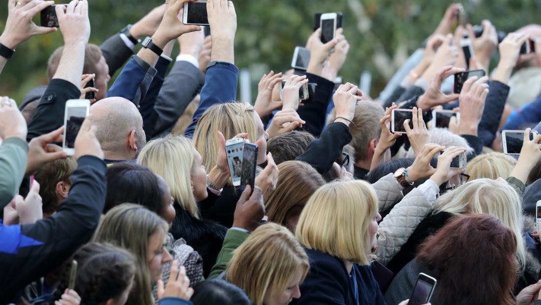 foto Así serían los humanos en 2100 por el excesivo uso del teléfono 2 julio 2019