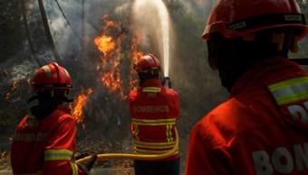 Foto: Los bomberos luchan por apagar el fuego, 20 de julio de 2019 (Getty Images)