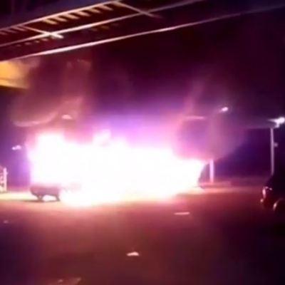 Incendian unidades del transporte público en Ojo de Agua, Edomex