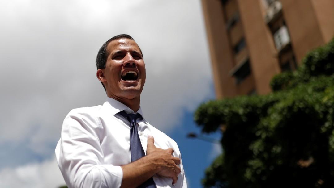 Foto: El líder opositor venezolano Juan Guaido, canta el himno nacional durante un mitin contra el gobierno del presidente Nicolás Maduro, julio 7 de 2019 (Reuters)
