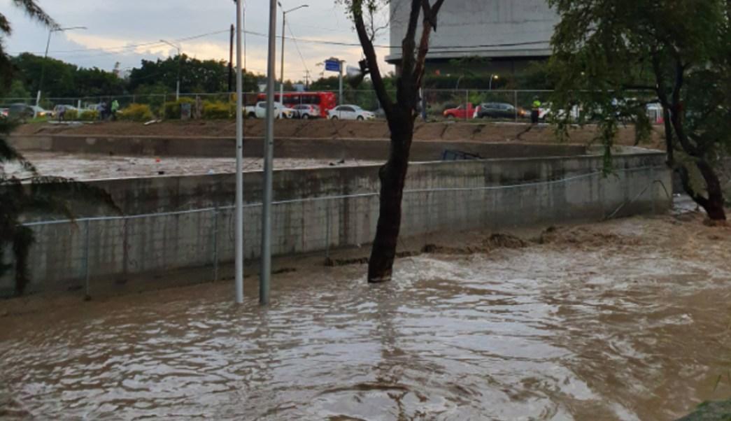 FOTO Lluvia en Guadalajara y Zapopan inunda calles (Twitter)