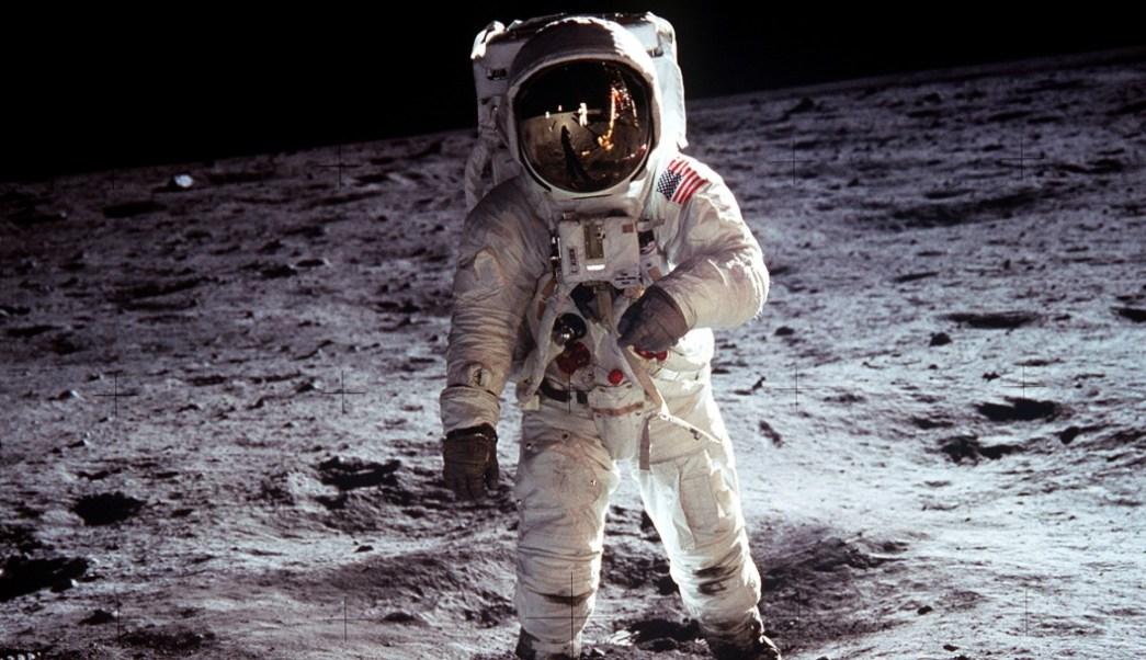 Subastan videos de la primera caminata en la Luna