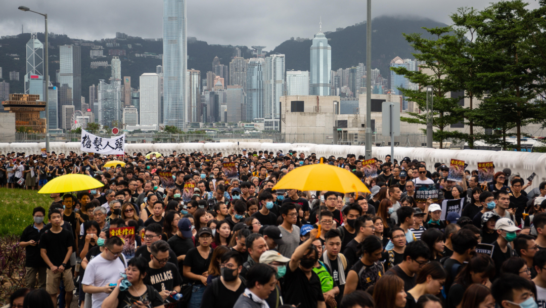 Foto: Decenas de miles de personas marchan en Hong Kong contra el proyecto de ley de extradición, 7 julio 2019