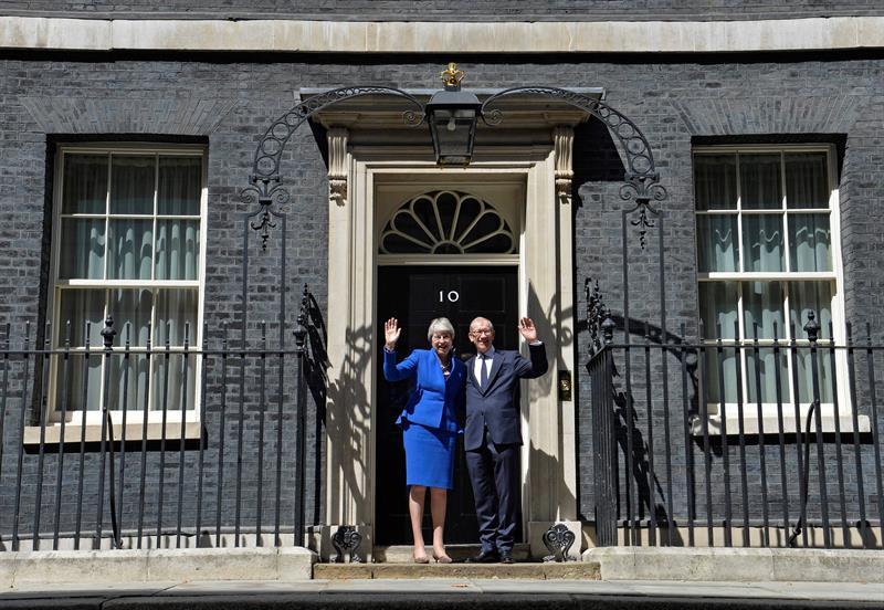 Foto May desea a Johnson éxito, se despide del 10 de Downing Street 24 julio 2019