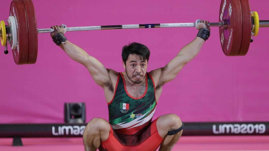 Foto: El mexicano Jonathan Muñoz durante el Grupo A de los 67 kg de hombres en levantamiento de pesas en los Juegos Panamericanos, el 27 de julio de 2019 (Reuters)