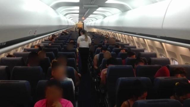 FOTO México deporta a 106 migrantes hondureños desde Veracruz (Twitter)