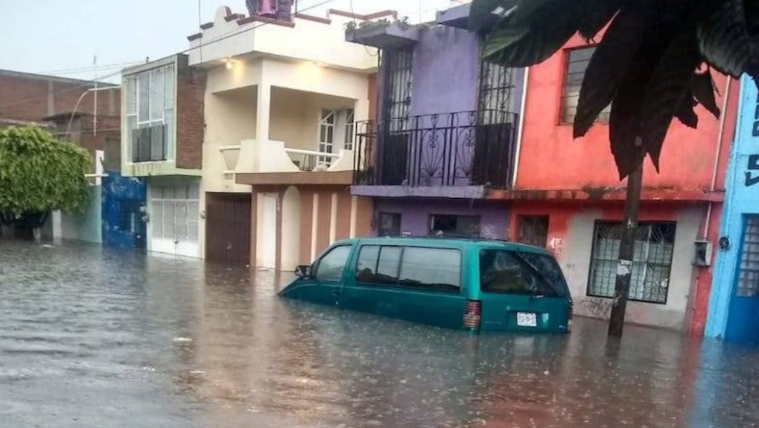 Lluvia provoca derrumbe de casa e inundaciones en cinco colonias de Morelia