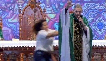 Mujer Empuja A Sacerdote, Marcelo Rossi, Mujer Empuja A Marcelo Rossi, Mujer Ataca A Sacerdote, Marcelo Rossi Padre, Marcelo Rossi Sacerdote
