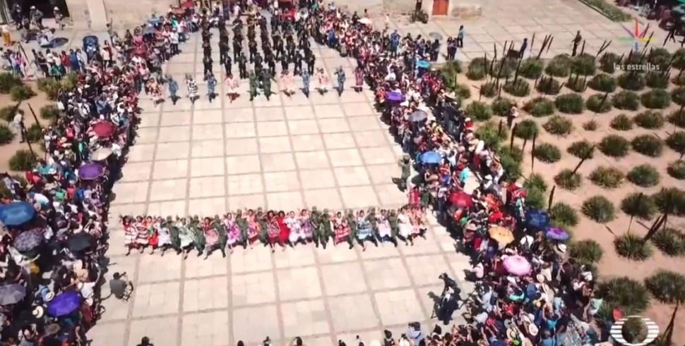 Foto Personal femenino de Sedena hace flashmob en la Guelaguetza 29 julio 2019