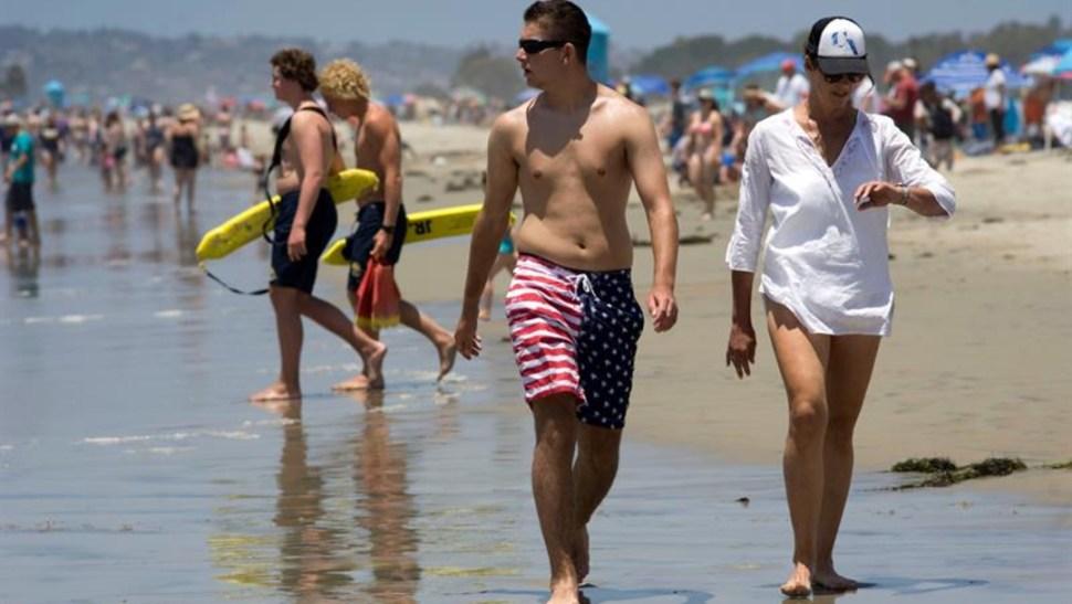 Foto: Playas de San Diego en alerta por picadura de rayas, 6 de julio de 2019. (EFE)