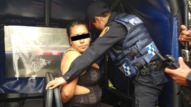 Imagen: Mujer detenida por balacera en Plaza Artz Pedregal, el 27 de julio de 2019 (Twitter SSC)