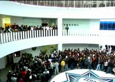 Policías federales mantienen tomado centro de mando de Iztapalapa
