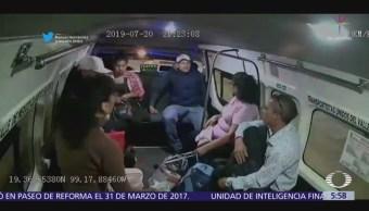 Presuntos pasajeros asaltan combi en el Estado de México