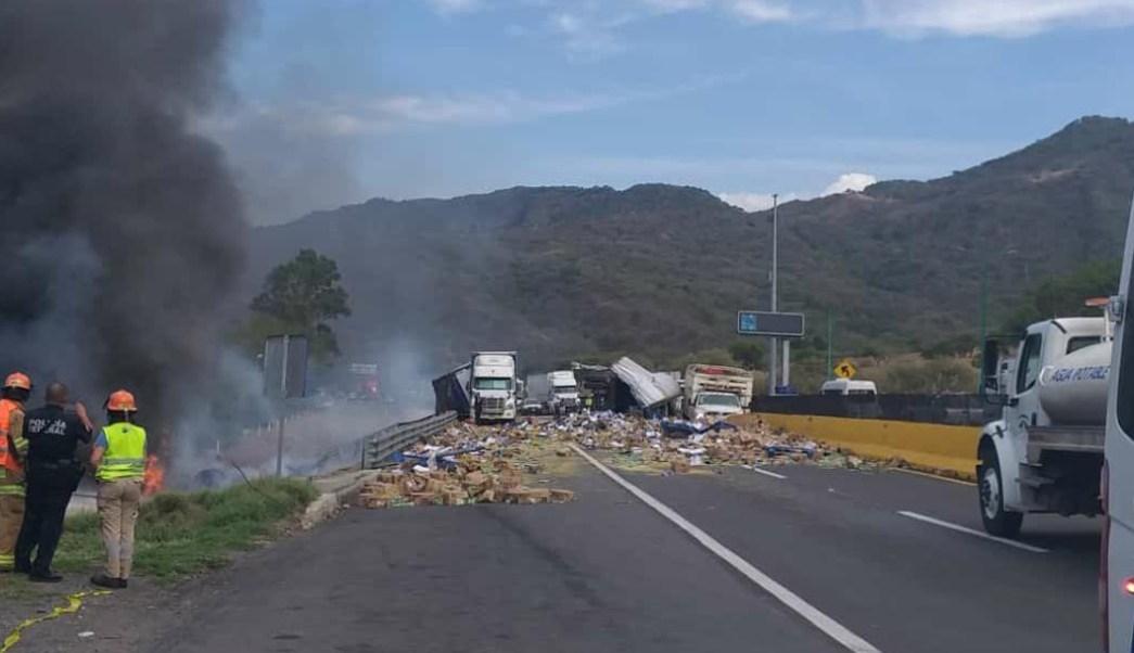 foto Video: Chofer muere calcinado mientras pobladores rapiñan su tráiler 10 julio 2019
