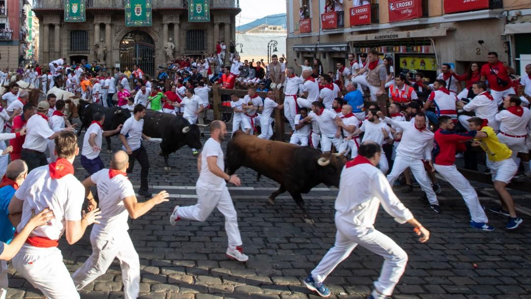 Penúltimo encierro de San Fermín concluye sin heridos