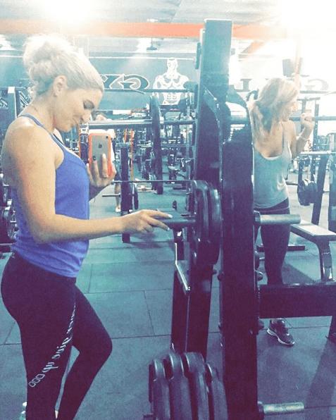 """""""¡No hay nada mejor que #bootybuilding con tu chica! @Sharnniadams Gracias por mostrarme que podemos tener un desacuerdos una noche, pero estamos detrás de la otra al día siguiente (literalmente)"""" . Vía Instagram (@meeganheff) ❤️️"""