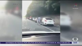 Se registra lluvia de billetes en autopista de Estados Unidos