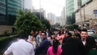 Foto: Gente salió a las calles de la Ciudad de México tras sismo de magnitud de 2.2, 18 de julio de 2019 (Reuters)