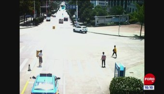 Todo Pasa En China: Detuvo un auto sin frenos
