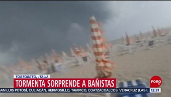Tormenta sorprende a turistas en playa de Tortoreto, Italia